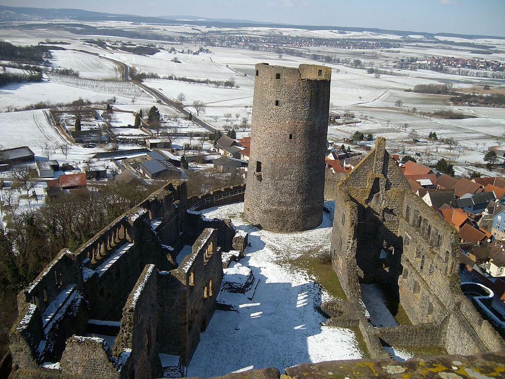 Burg_Münzenberg_Überblick_Ost-West.JPG