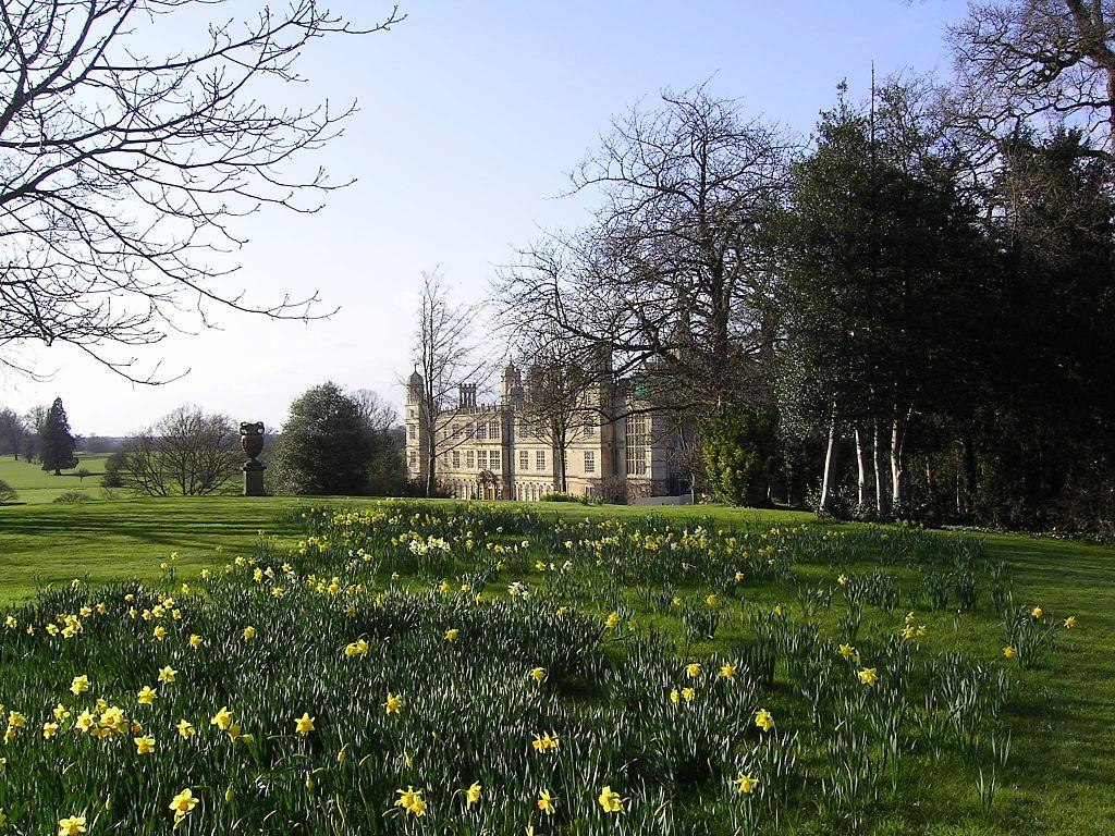 Burghley_House_-_panoramio_-_PJMarriott_(1).jpg