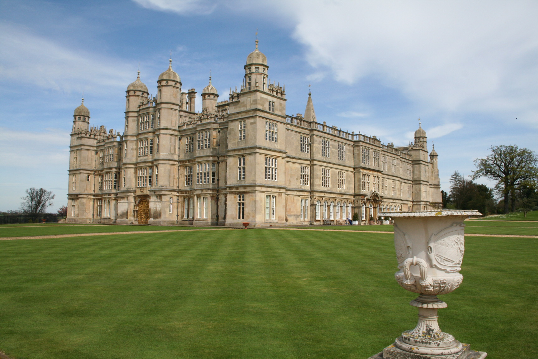 Burghley_house_U.K..jpg