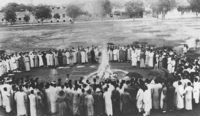 Burn_Japanese_goods,_Tsinghua_School,_1919.jpg