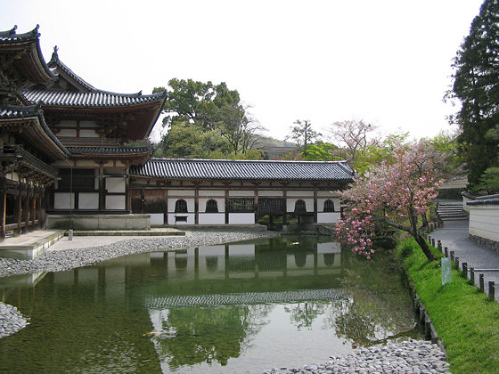 byodo-in_bell_windows.jpg