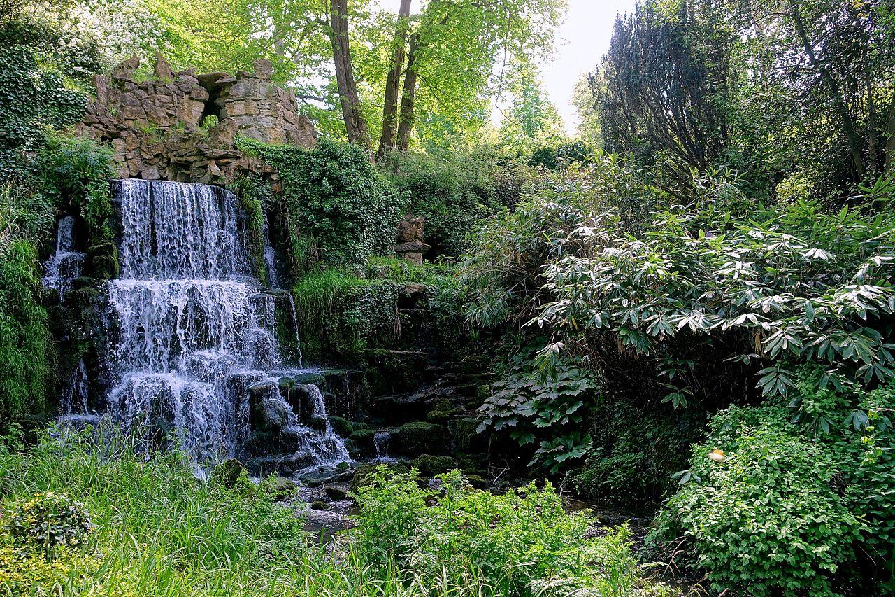 Cascade_-_Bowood_-_Wiltshire,_England_-_DSC00492.jpg