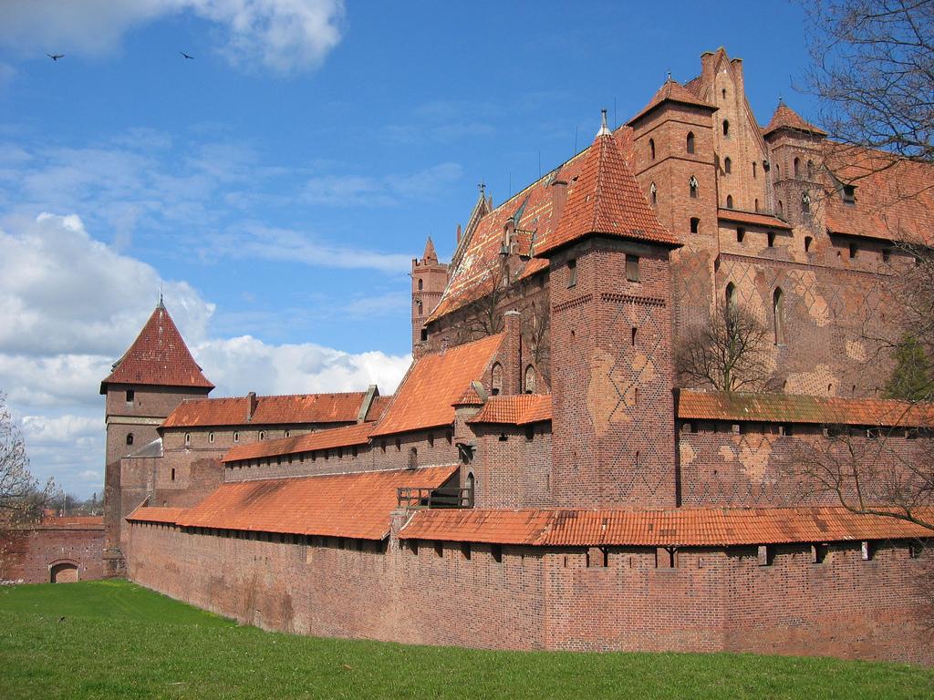 castle_malbork_poland_mosintour.jpg
