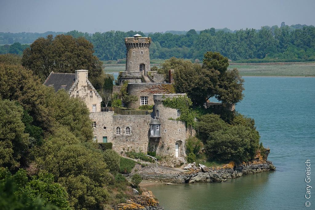 Castle_on_the_Rance,28066520487_40e72667b2_b.jpg