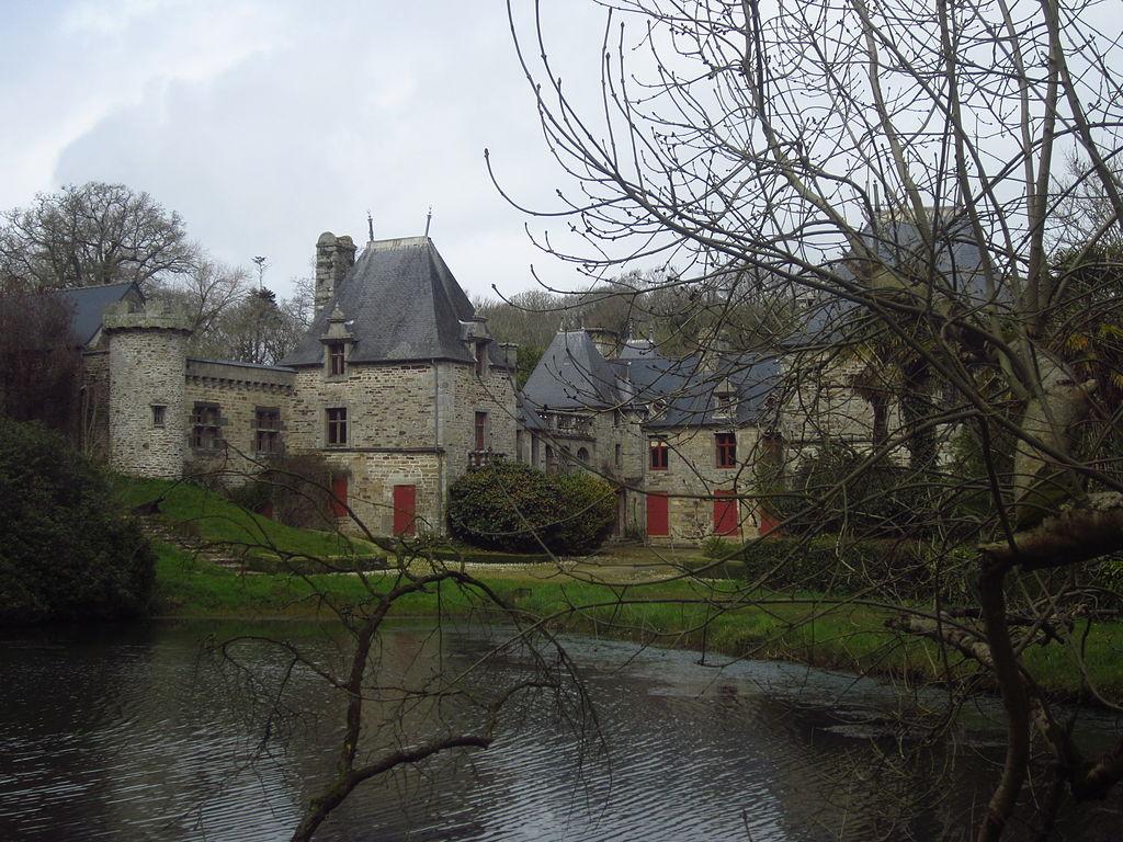 Château_de_Kervéatoux,_Plouarzel_01.JPG