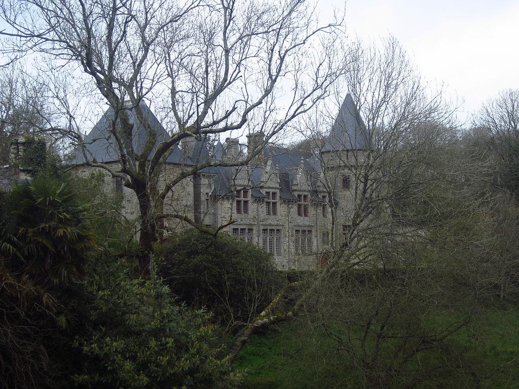 Château_de_Kervéatoux,_Plouarzel_03.JPG