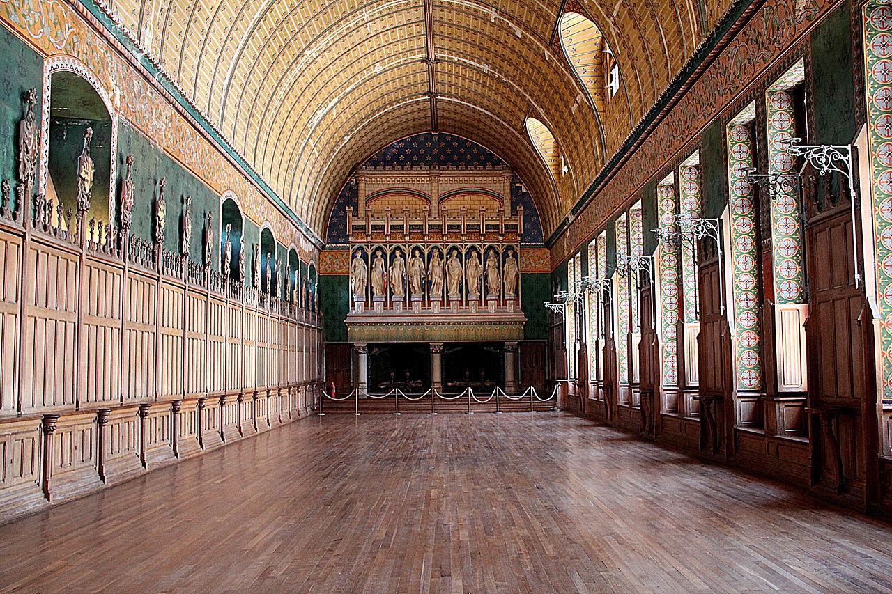 Château_de_Pierrefonds_-_La_salle_des_Preuses_(1).JPG