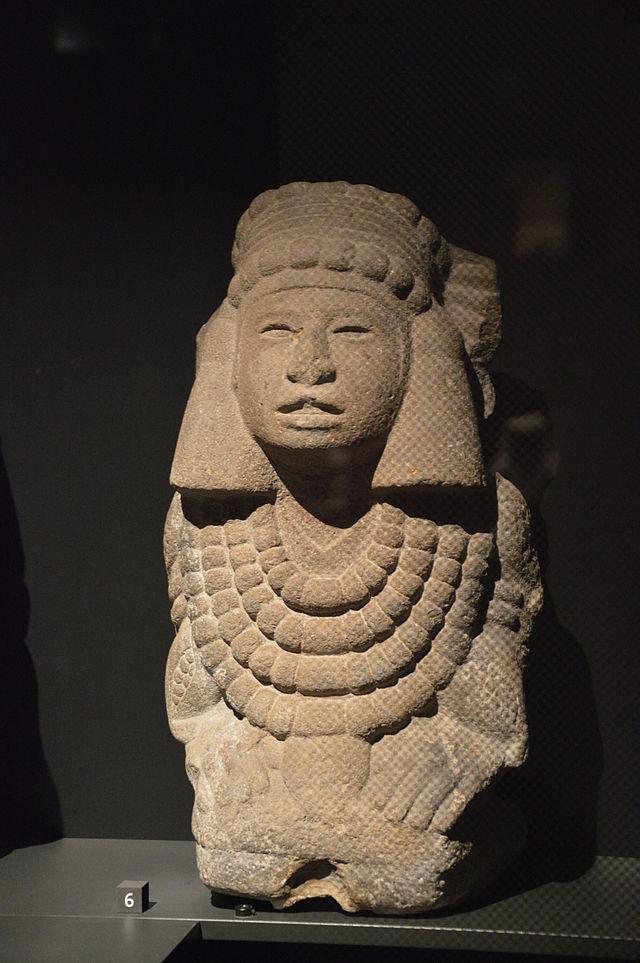 Chalchiuhtlicue-Chicomecoatl,_Musée_du_quai_Branly.jpg