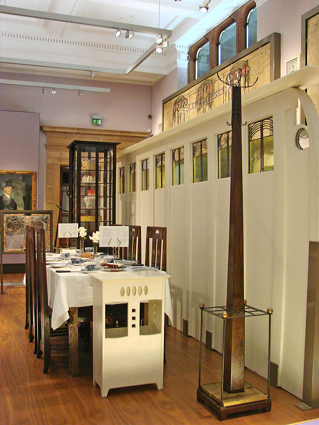 Charles_Rennie_Mackintosh_(Kelvingrove,_Glasgow)_(3838792113).jpg