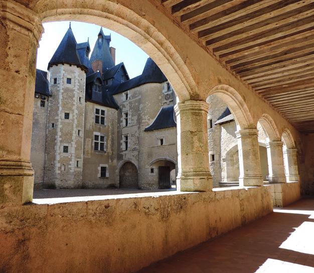 Chateau-de-Fougeres-sur-Bievre.jpg