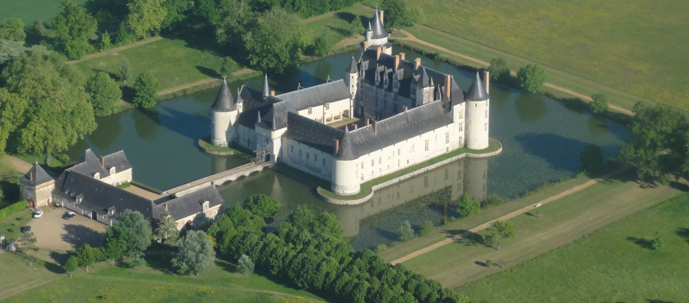 chateau-plessis-bourre-vue-aerienne-3-1000x440.jpg