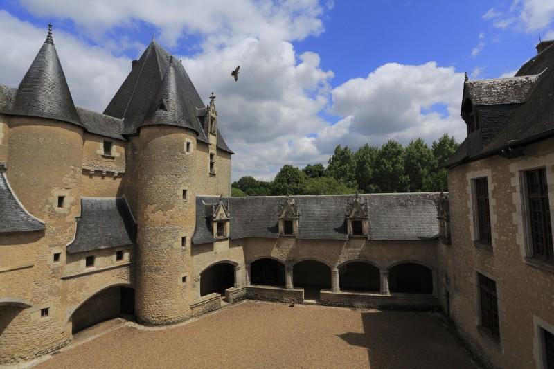 chateau_de_fougeres-sur-bievre_c_gilles_codina_-_cmn_4.jpg