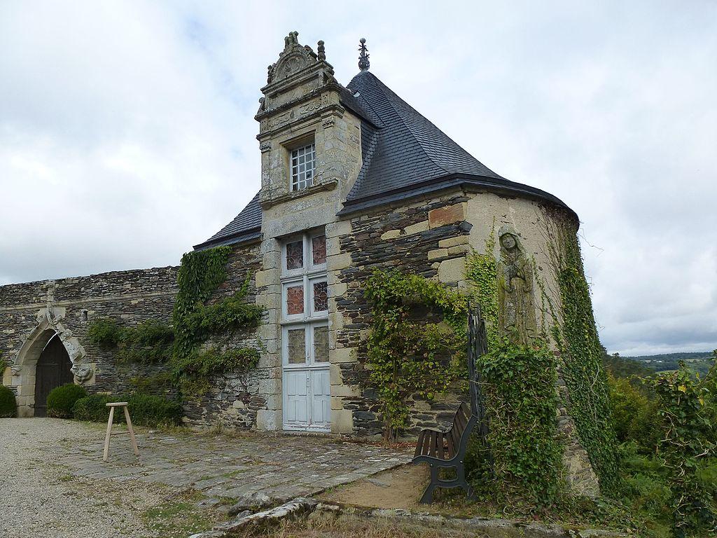 Chateau_de_rochefort-en-terre_-_panoramio_(2).jpg