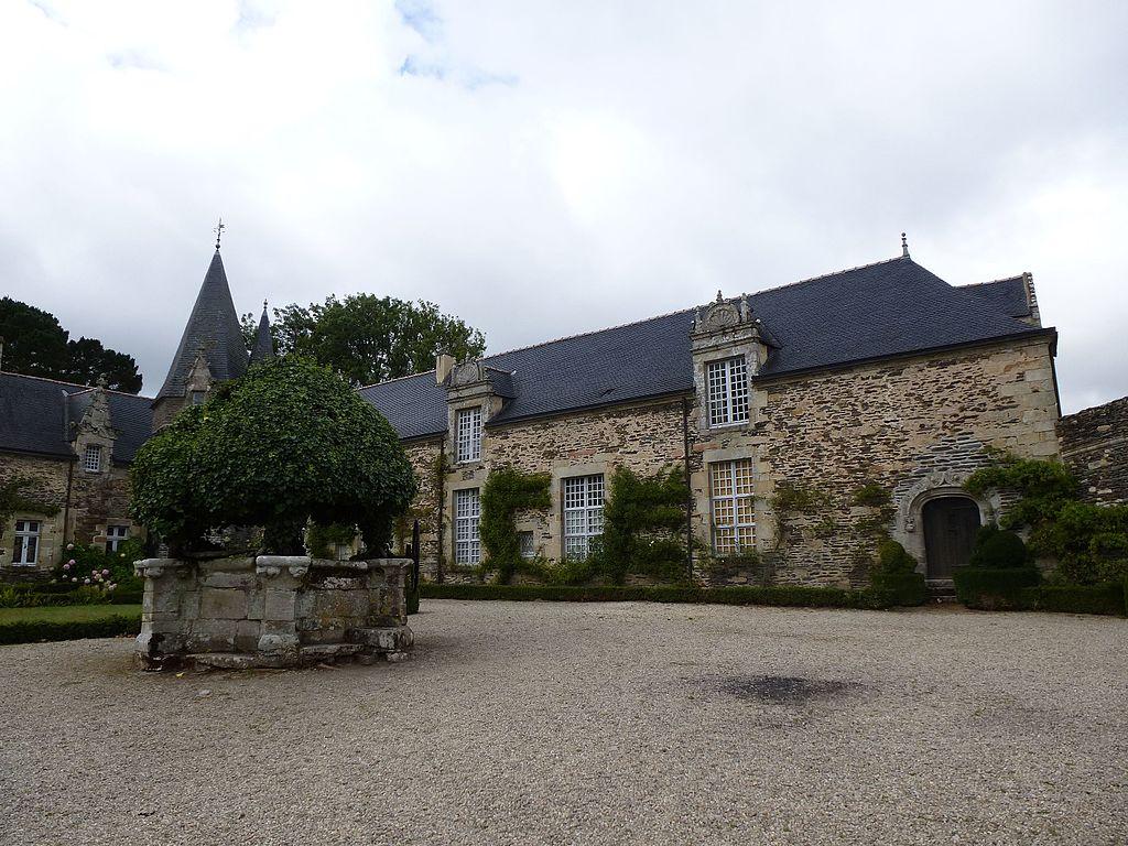 Chateau_de_rochefort-en-terre_-_panoramio_(3).jpg