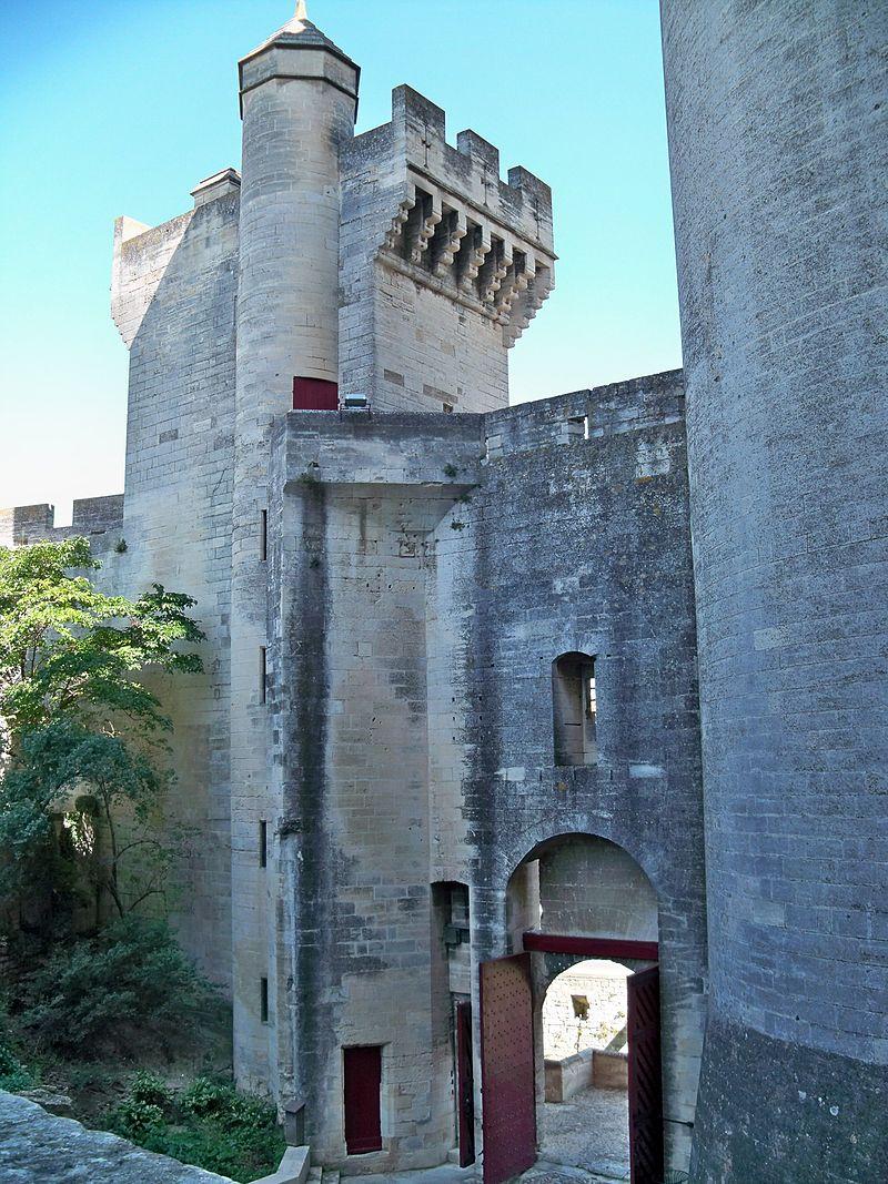 Chateau_Tarascon_-_Entrée.jpg