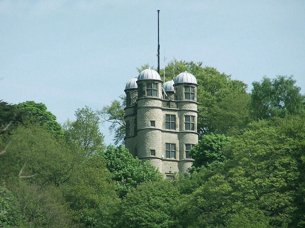 Chatsworth_Hunting_Tower_(1582)_from_the_park.jpg