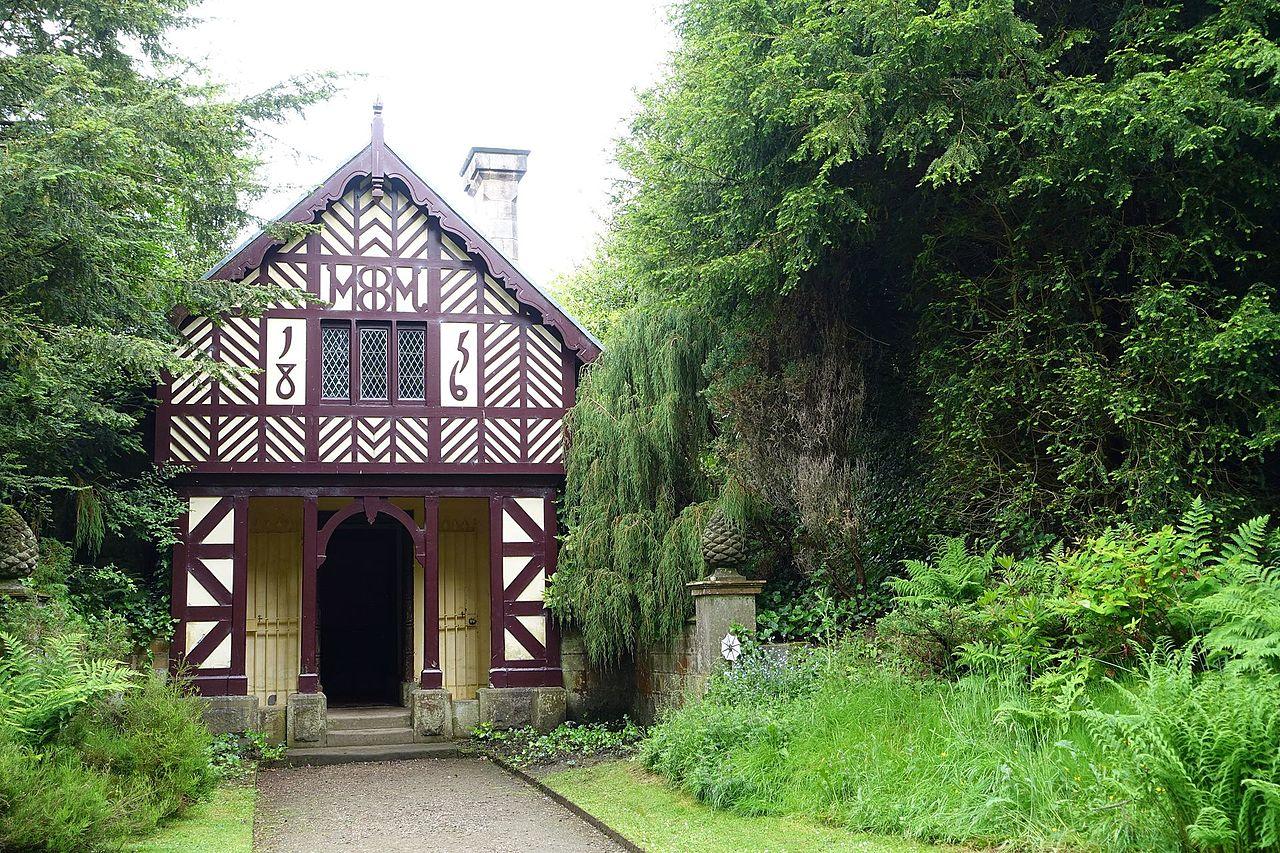 Cheshire_Cottage_-_Biddulph_Grange_Garden_-_Staffordshire,_England_-_DSC09195.jpg
