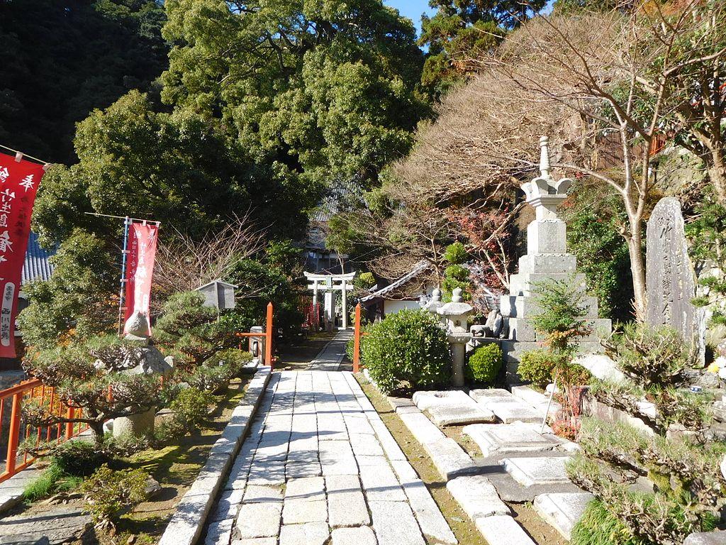 Chikubu_Island_Hougonji_DSCN1941.jpg