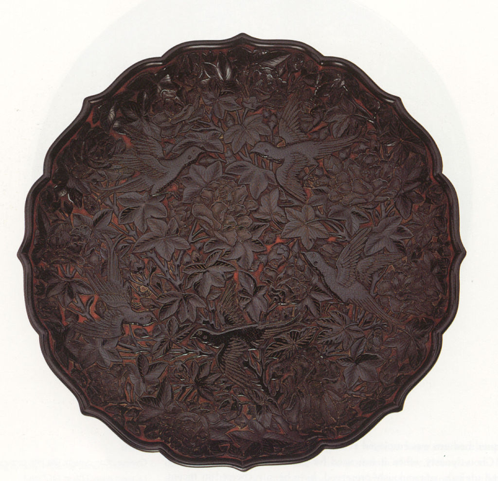 Chinese_carved_lacquer_tray_with_foliate_rim,_Ming_dynasty,_c._15th.jpg