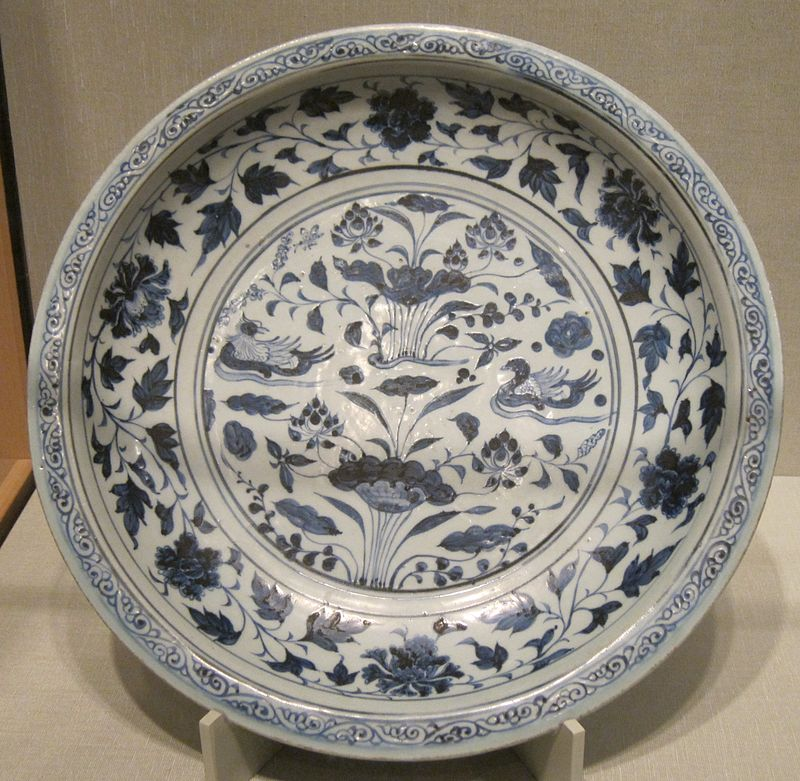 -Chinese_dish,_Yuan_dynasty,_14th_century,_porcelain_with_glaze,.JPG