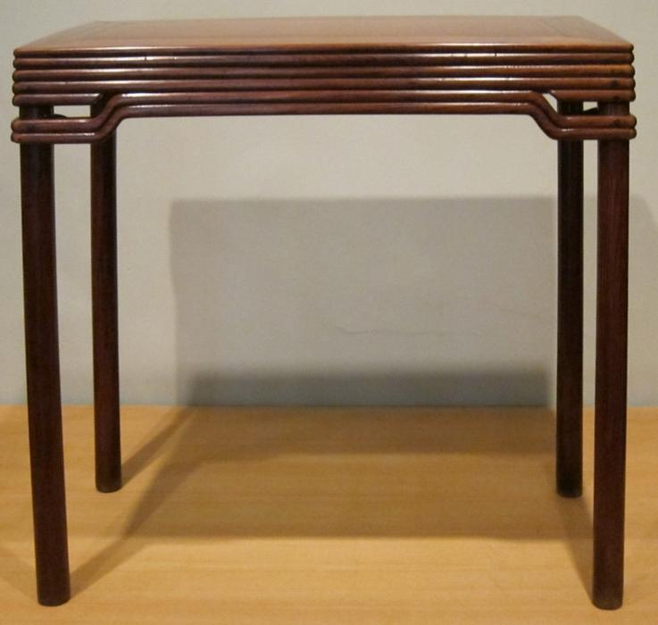 Chinese_side_table,_Qing_dynasty,_Kangxi_period,_huanghuali_wood,_HAA.JPG