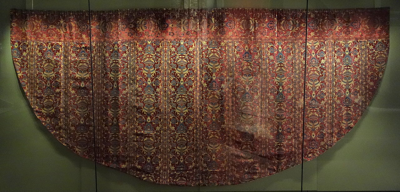 Church_vestment_for_European_export,_China,_Ming_dynasty,_late_16th_century.JPG
