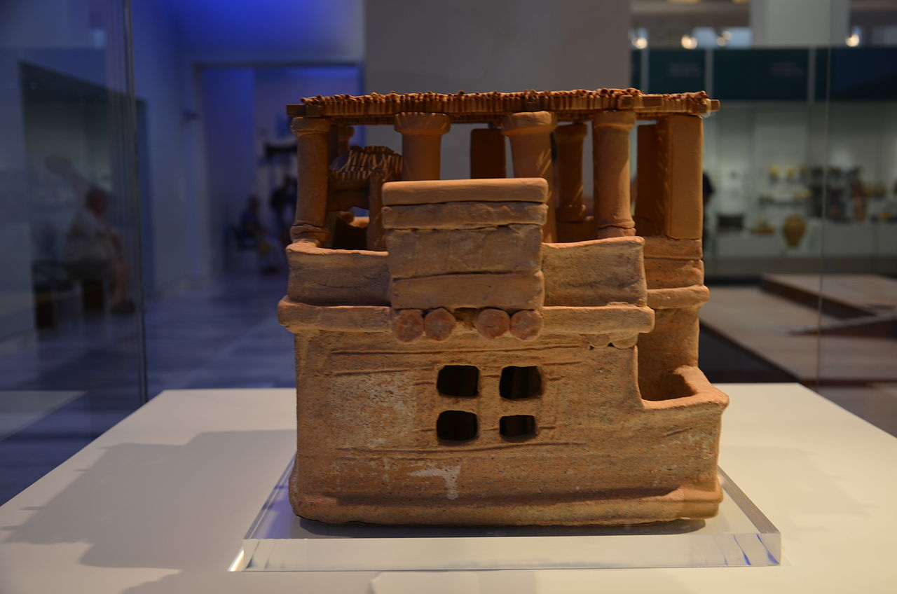 Clay_model_of_a_house_from_Acharnes_4.JPG
