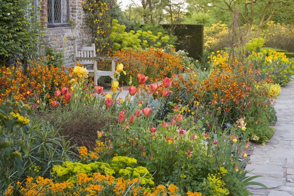 Cottage-Garden-at-Sissinghurst-Castle-Garden-Kent.jpg