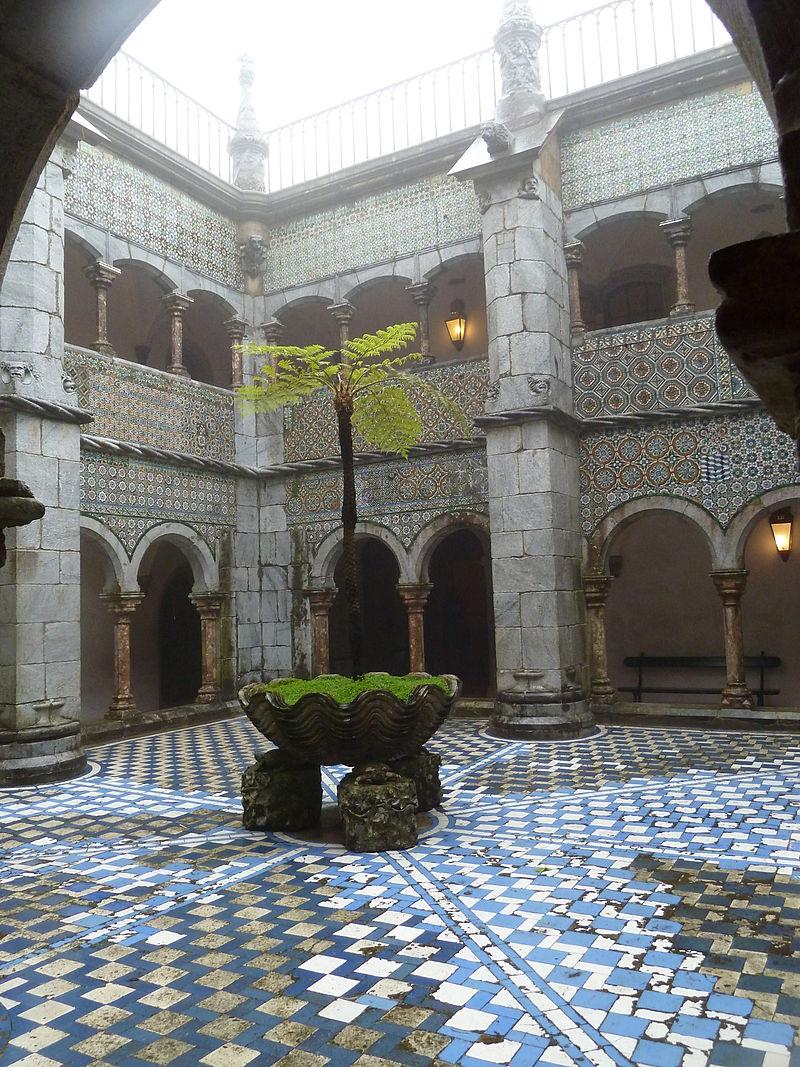 Courtyard_of_Palácio_Nacional_da_Pena_P1000455.JPG