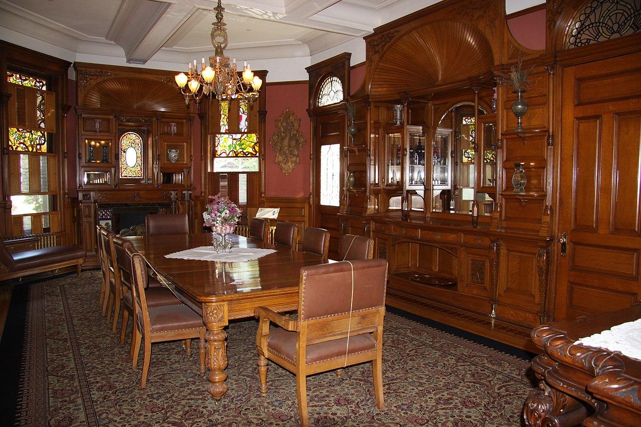Craigdarroch_Castle_interior,_IMG_001.jpg