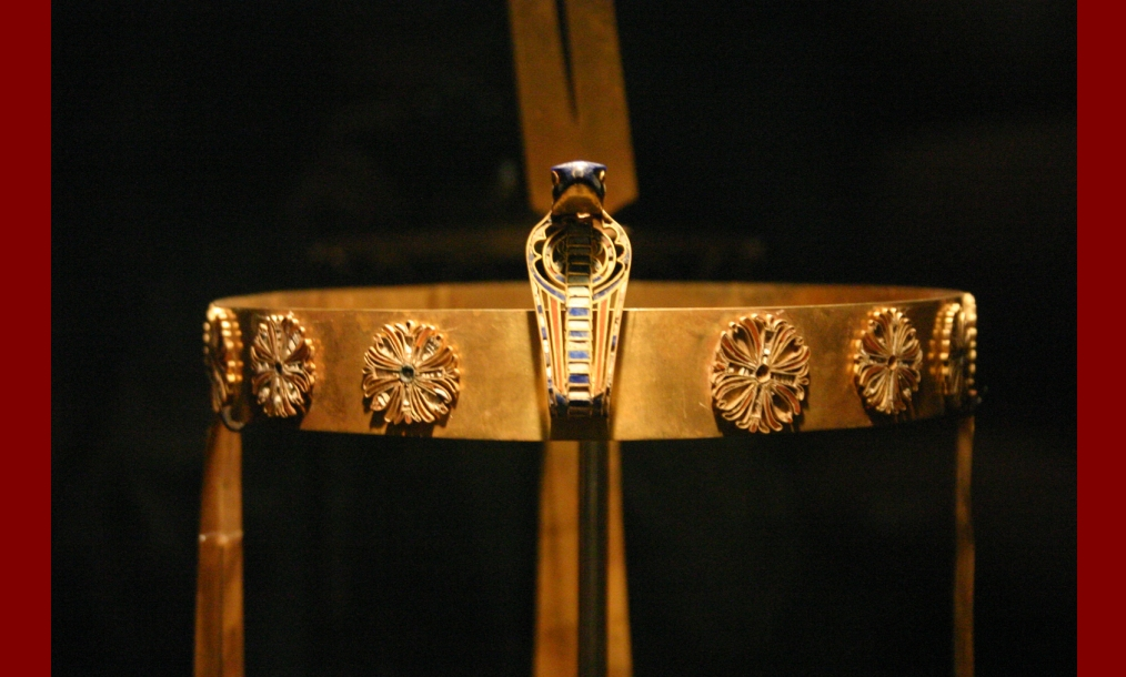 Crown_of_Sit-Hathor_Yunet_(Senusret_II\'s_daughter).jpg