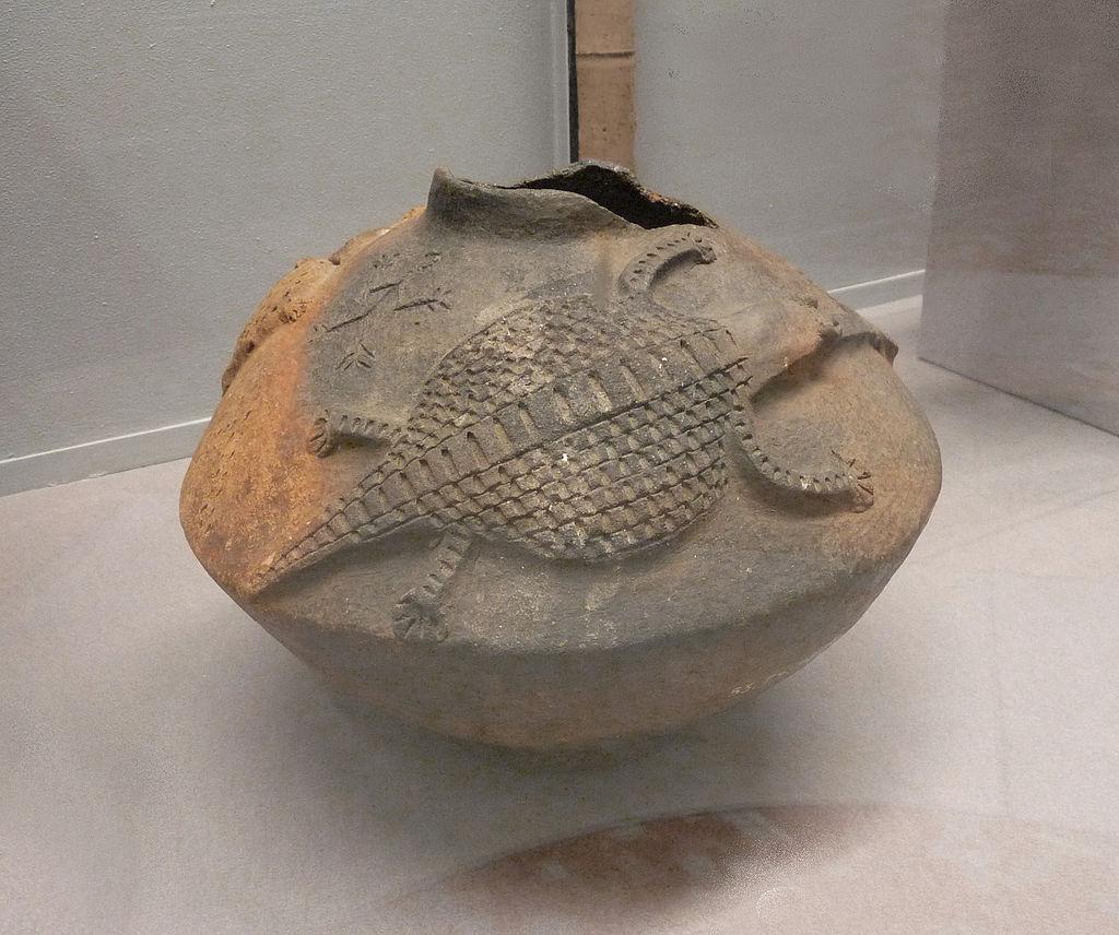 Cruche_à_motifs_zoomorphes_Luba-Musée_royal_de_l\'Afrique_centrale.jpg