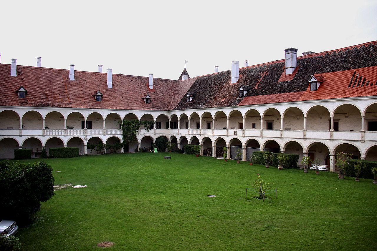Deutschkreutz_-_Schloss_(01).jpg