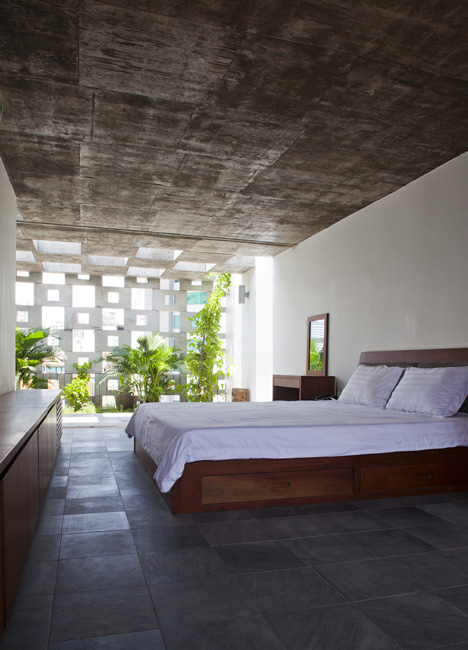 dezeen_Binh-Thanh-House-by-Vo-Trong-Nghia-and-Sanuki-+-Nishizawa_13.jpg