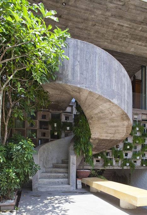 dezeen_Binh-Thanh-House-by-Vo-Trong-Nghia-and-Sanuki-+-Nishizawa_19.jpg
