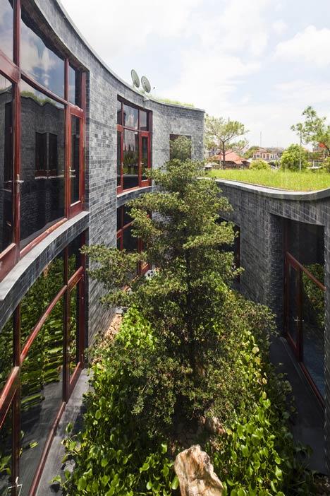 dezeen_Stone-House-by-Vo-Trong-Nghia_3.jpg