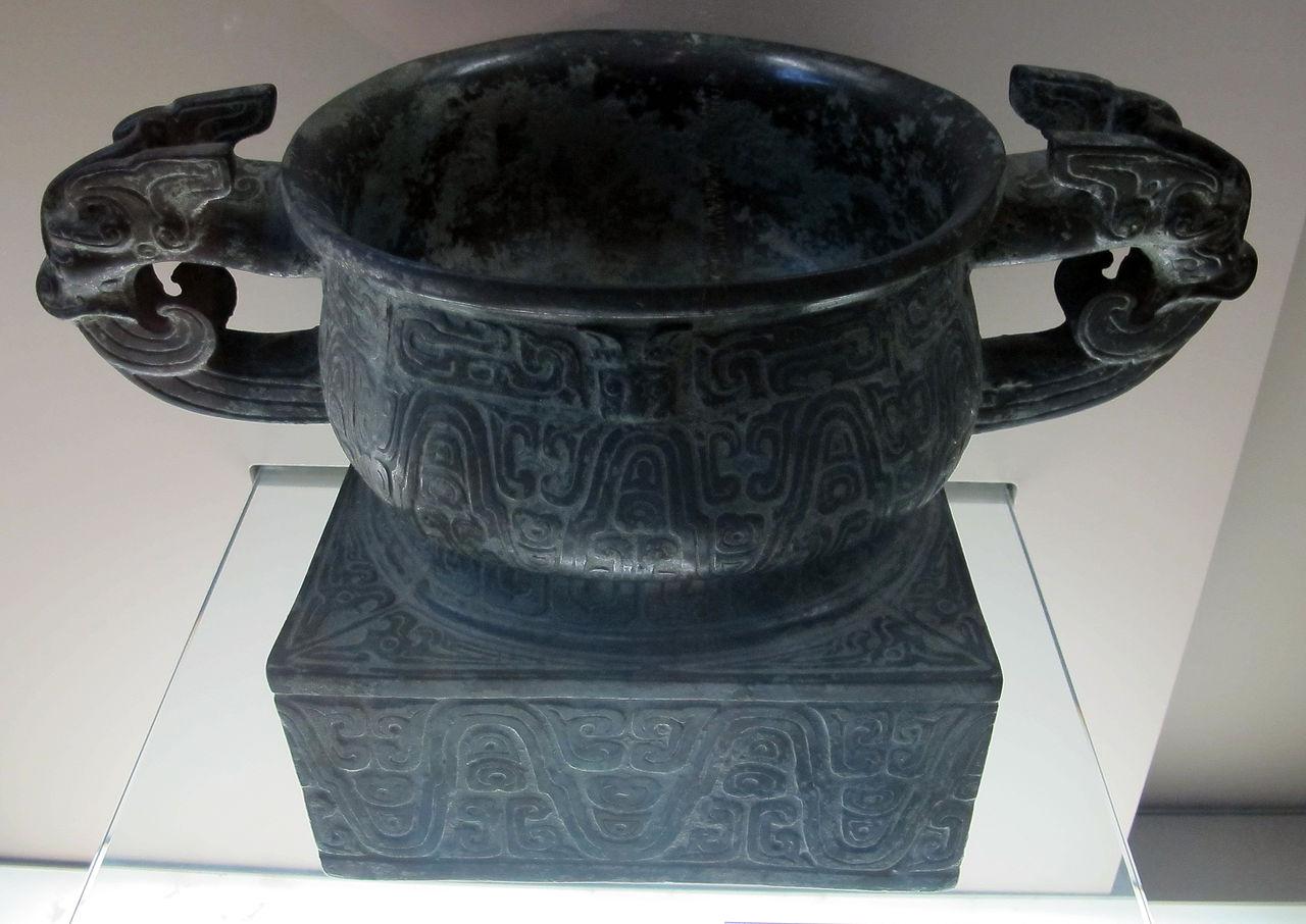 Dinastia_degli_zhou_occidentali,_vaso_gui_per_i_cereali,_1050-771_ac._ca._02.JPG