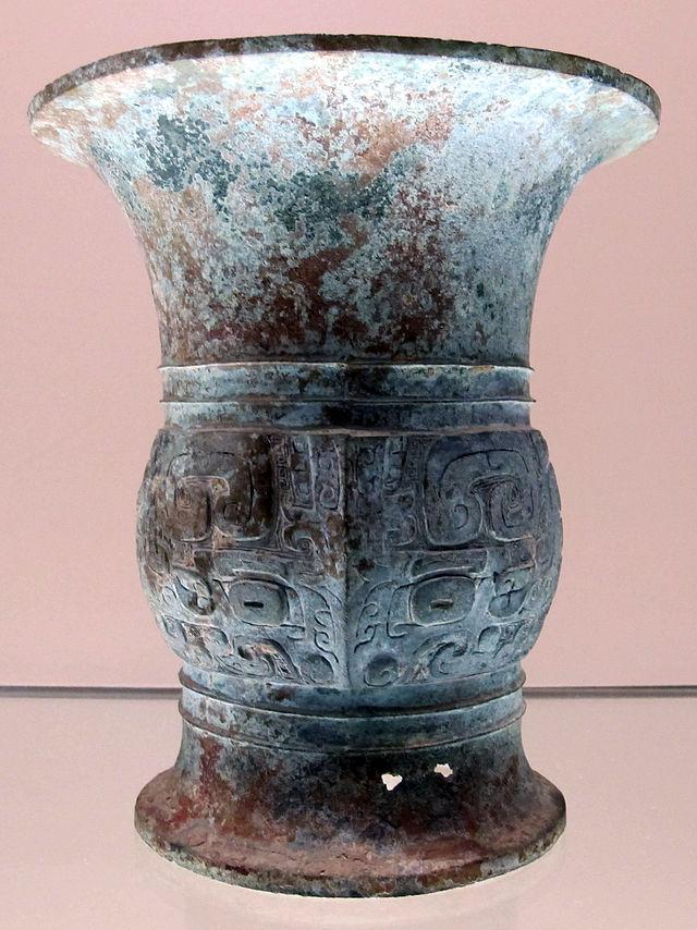 Dinastia_degli_zhou_occidentali_(inizio),_vaso_zun_per_le_bevande_fermentate,_1050-900_ac._ca.JPG