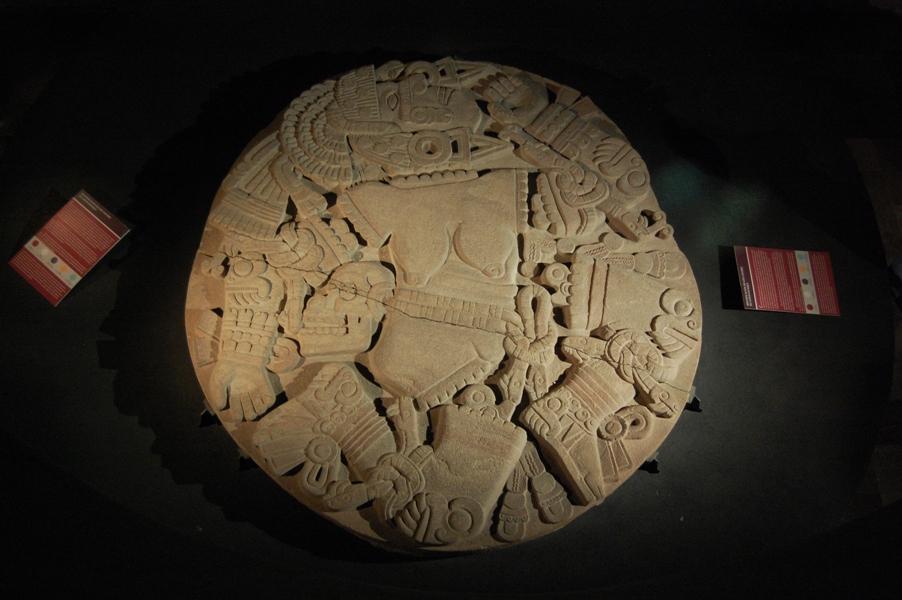 Disco_de_Coyolxauhqui._Museo_del_Templo_Mayor,_México._MPLC_02.jpg