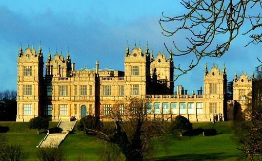Distant_view_of_Mentmore_Towers-cropped.jpg