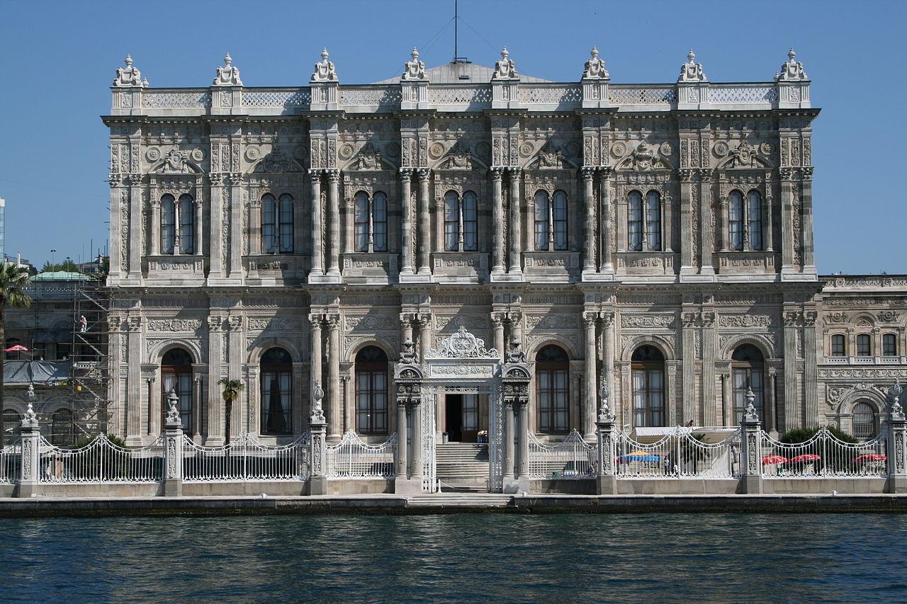 Dolmabahçe_Palace_2007  1842.jpg