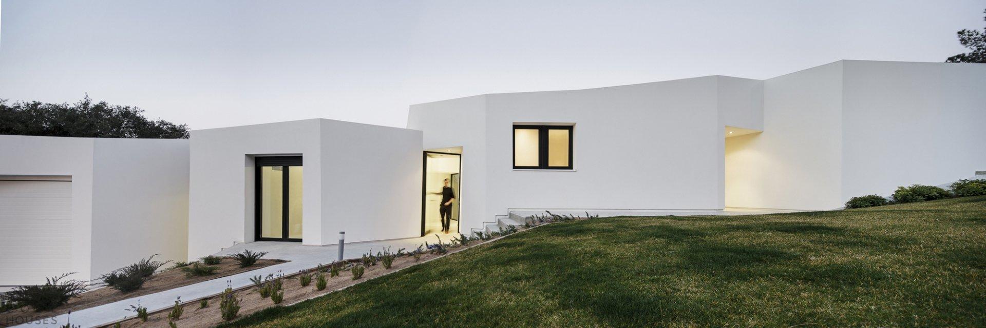 dom-v-stile-minimalizm-v-barselone-italiya-3.jpg