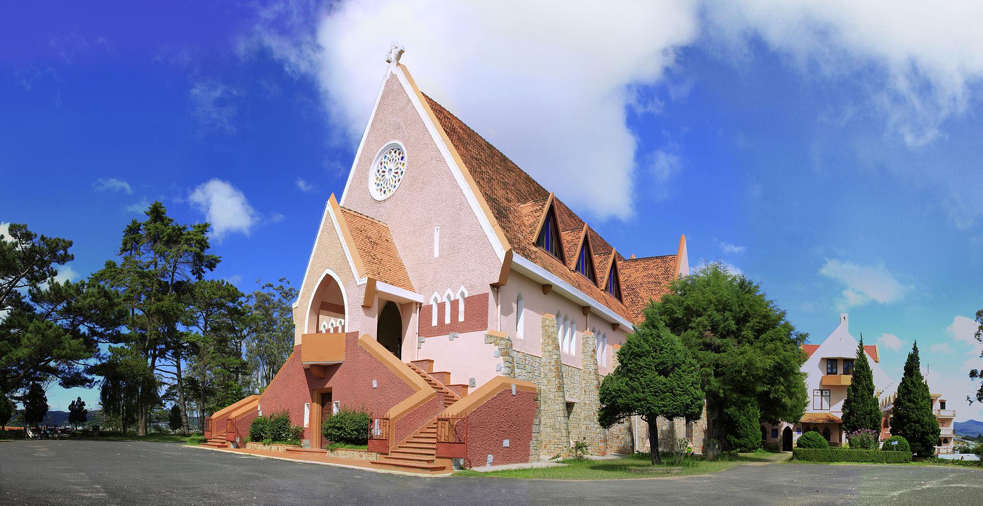 Domain_de_marie_church_90.jpg
