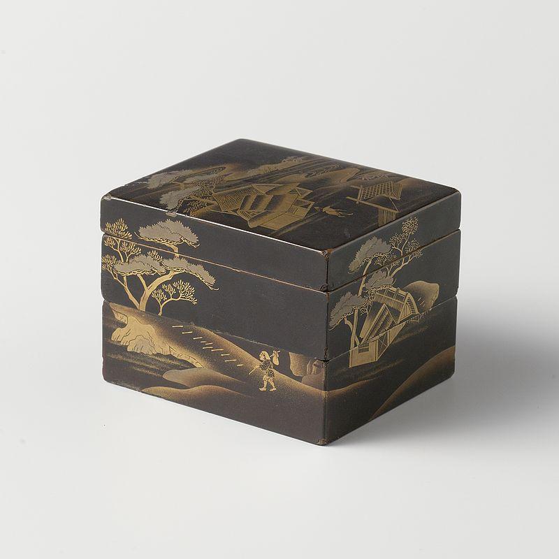 Doos,_zwarte_lak,_met_vergulde_landschappen_en_gebouwen-Rijksmuseum_AK-NM-6153.jpeg.jpeg