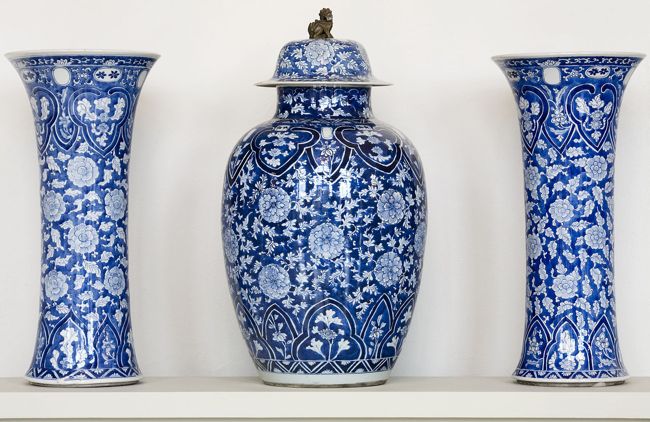 Dresden_Porcelain_Collection_-_07-1990.jpg