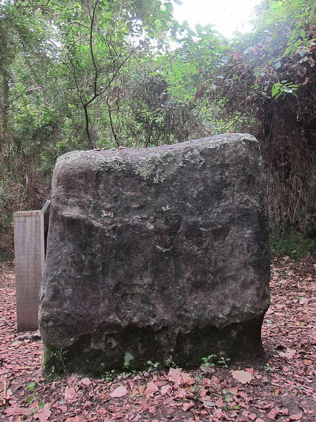 Dulan_Stone_Wall_-_3.JPG