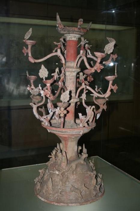 Eastern_Han_pottery_chandelier.JPG