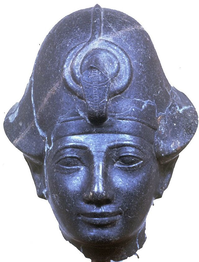Egyptian_-_Statue_Head_of_King_Amenhotep_II_with_the_-Blue_Crown-_-_Walters_22229.jpg