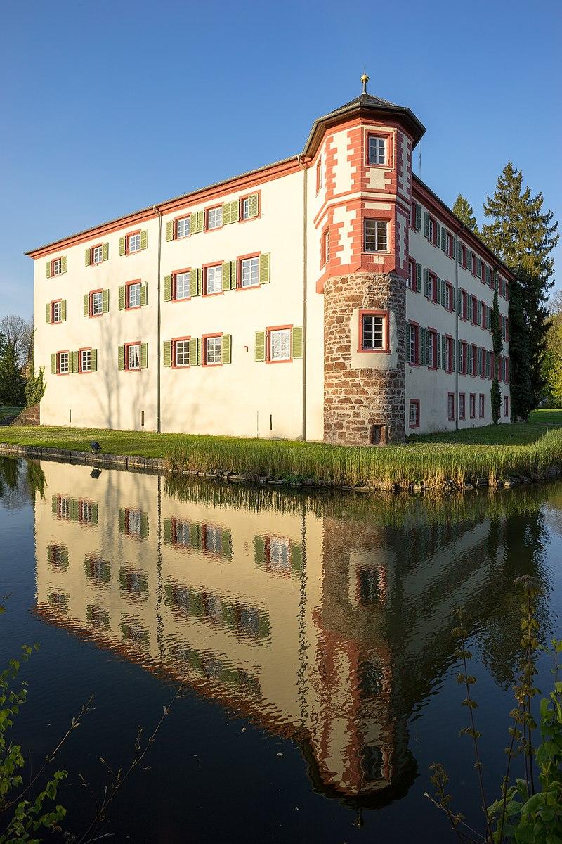 Eichtersheim_-_Schloss_-_Ansicht_von_SW_-_hoch_1.jpg