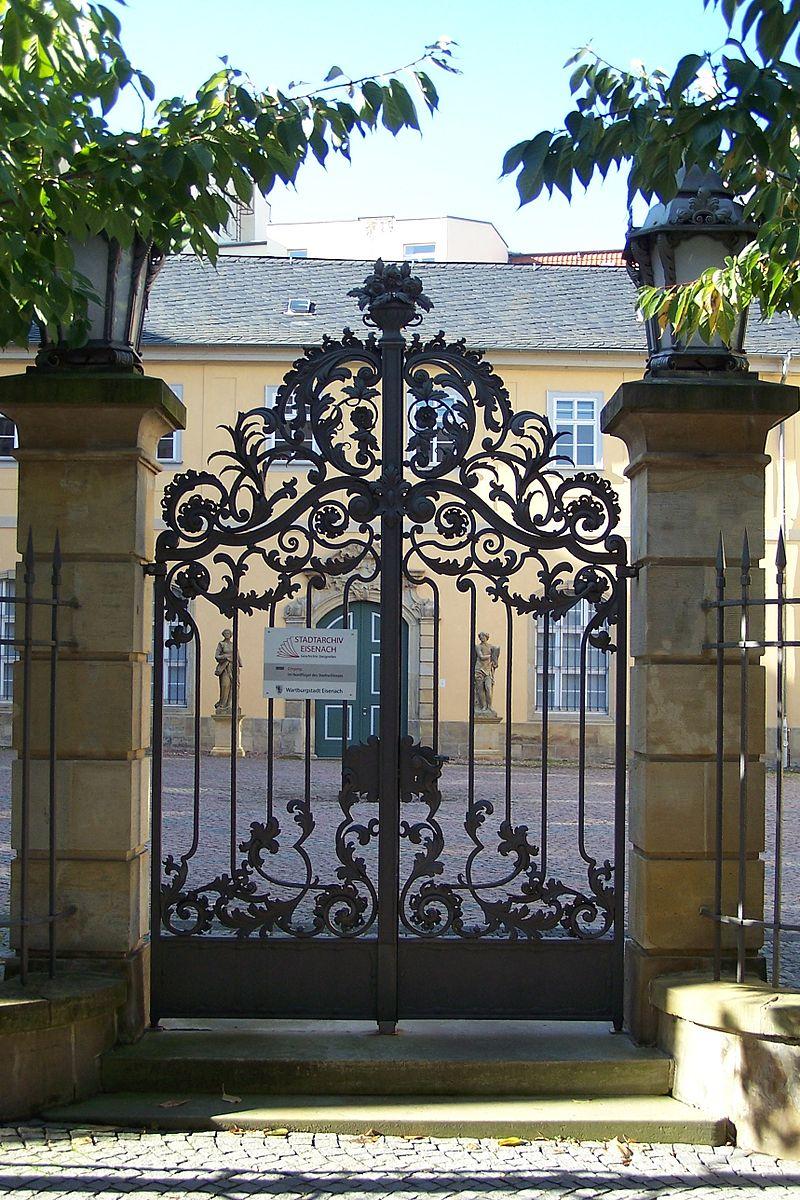 ESA_Schlosshof_Bild1.jpg